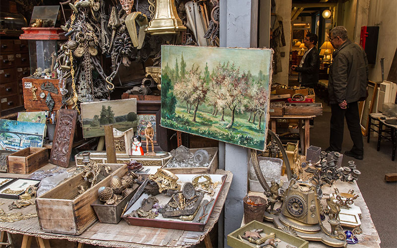 How to navigate an antiques market