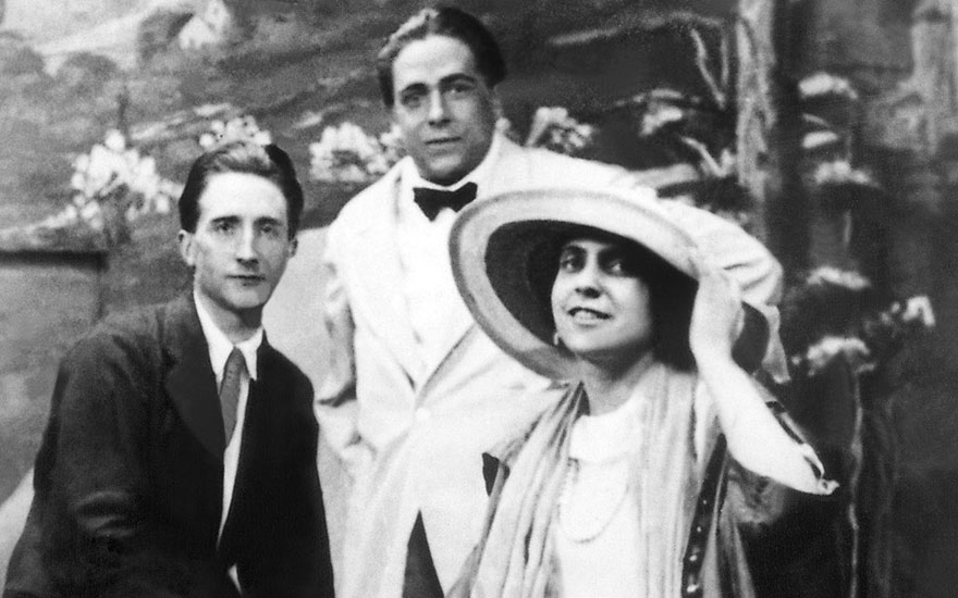 Marcel Duchamp with Francis Picabia and Beatrice Wood, Coney Island, 1917. Philadelphia, Philadelphia Museum of Art. © 2017. Photo The Philadelphia Museum of ArtArt ResourceScala, Florence