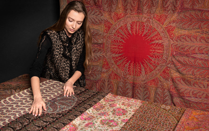 Collecting guide Kashmir shawls
