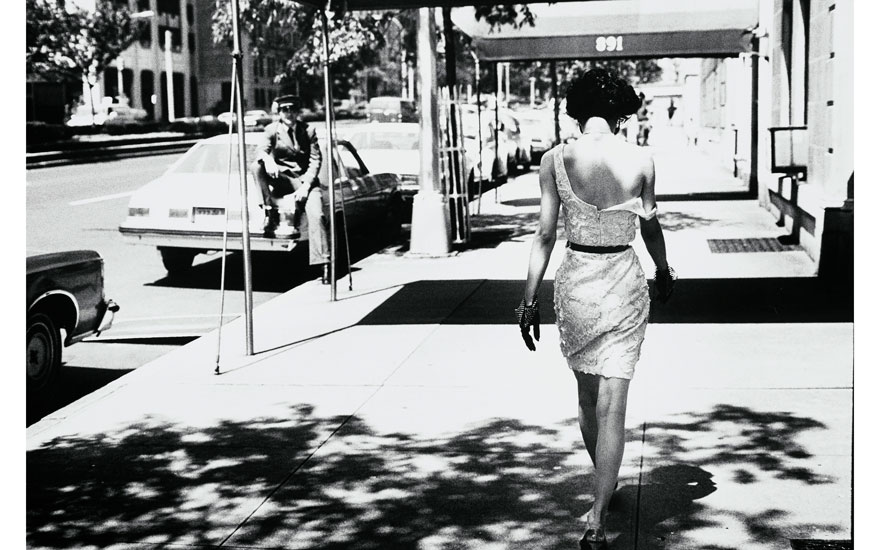 Arthur Elgort (b 1940), Wendy Whitelaw, Park Avenue, 1981. Image 27.8 x 35.5  cm (11 x 14  in). Estimate €2,000-4,000. Offered in Icons of Glamour & Style The Constantiner Collection on 19