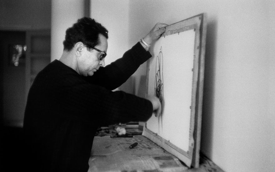 Hans Hartung in Nice, 1958. Photo Inge Morath  Magnum. Artwork © Hans Hartung, DACS 2020