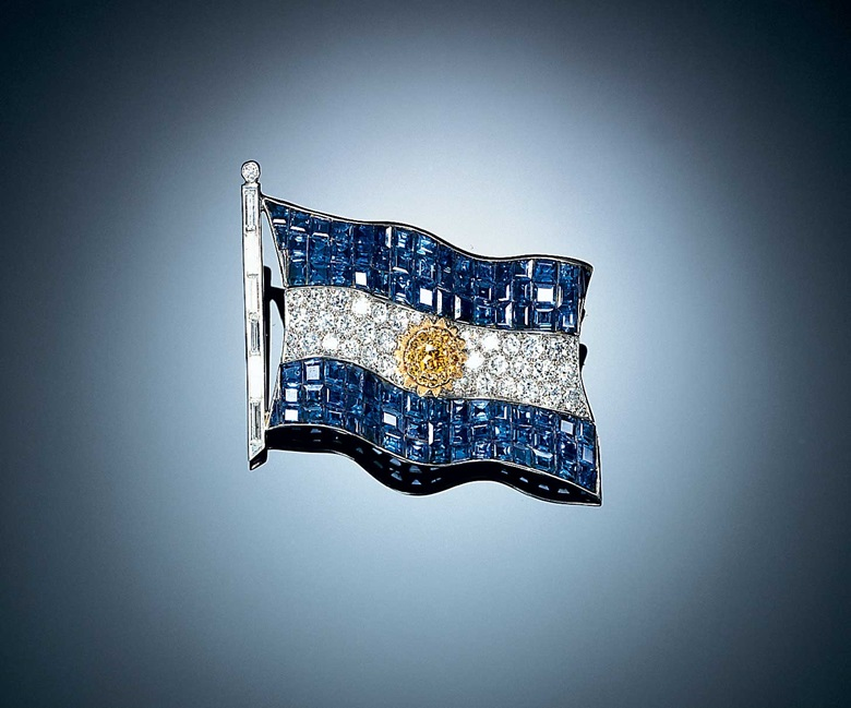 A historic Mystery Set sapphire, coloured diamond and diamond Argentine flag brooch, by Van Cleef & Arpels. Sold for $992,500 on 6 April 1998 at Christie's in New York