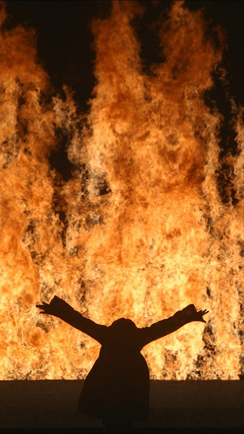Bill Viola, Fire Woman, 2005. Videosound installation. 11 ft 12 in. Performer Robin Bonaccorsi. Photo Kira Perov. © Bill Viola Studio